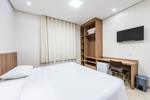 A bed or beds in a room at Serata Hotel