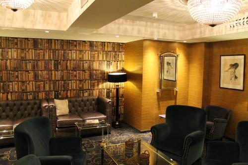 A seating area at Det Hanseatiske Hotel