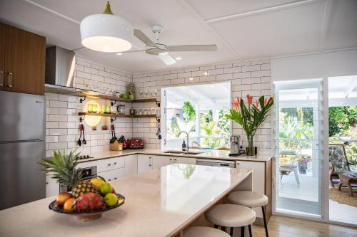 A kitchen or kitchenette at Jamaica Beach House