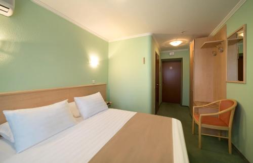 A bed or beds in a room at Hotel Express Congress