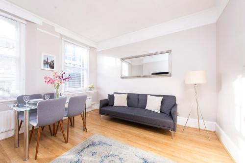 A seating area at Oxford Circus Central Apartments