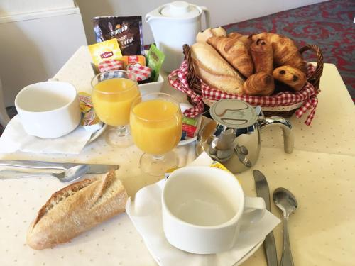 Breakfast options available to guests at Residence le Mediterranée