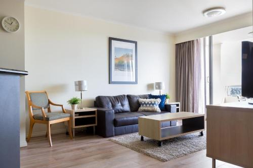 A seating area at Resort Living And Darling Harbour At Your Door