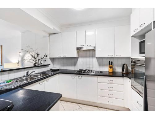 A kitchen or kitchenette at Spacious retreat walking distance from city centre