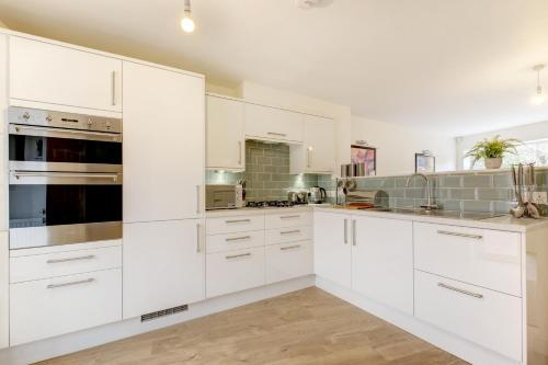 Lovely 2 Bed House in Bristol