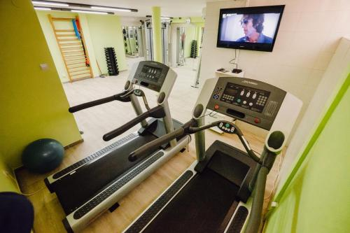 The fitness center and/or fitness facilities at Tennis Club TOPACO