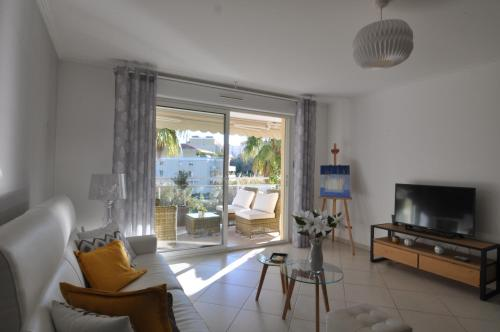 A seating area at Elegant one-bedroom apartment with swimming pool - StayInAntibes - Le Vallon