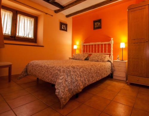 A bed or beds in a room at Hostal Santuari de Paller