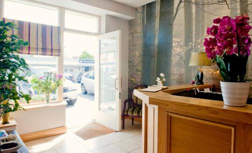The lobby or reception area at Kinvara Guesthouse