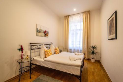 Ein Bett oder Betten in einem Zimmer der Unterkunft Vojtesska Apartment By Ruterra