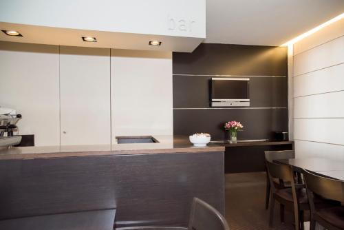 A kitchen or kitchenette at Hotel Corallo