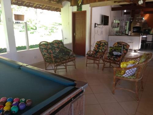 A pool table at Chácara do Delei
