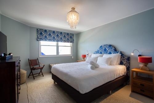Cama ou camas em um quarto em Penthouse The Strand 4A