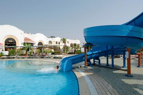 المسبح في دريمز فاكيشن ريزورت شرم الشيخ أو بالجوار