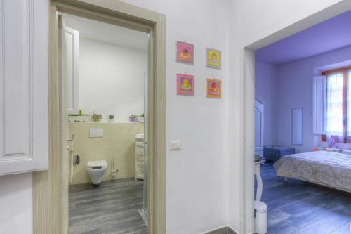 A bathroom at Il Viaggiator Leggero