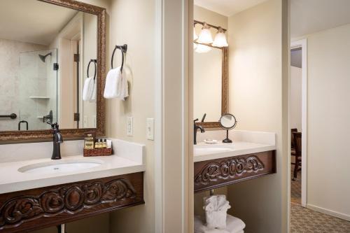 A bathroom at Best Western Plus Victorian Inn