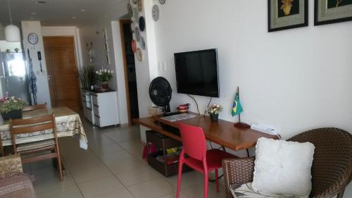 A television and/or entertainment center at Apartamento Cabo Branco