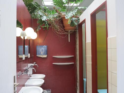 Ein Badezimmer in der Unterkunft Basel Backpack