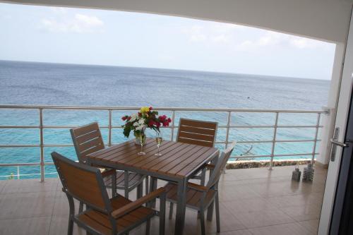 Uma varanda ou terraço em Whitehouse Lagun Apartments