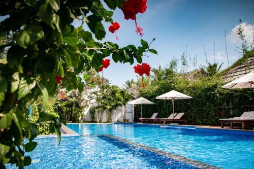 The swimming pool at or near La Casa Resort