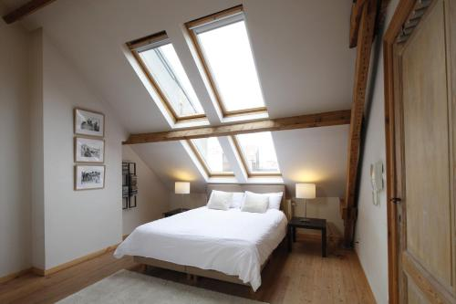 A bed or beds in a room at Antwerp B&B