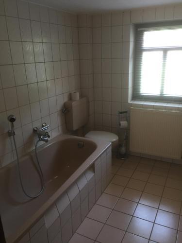 Ein Badezimmer in der Unterkunft Knüllhotel Tann-Eck