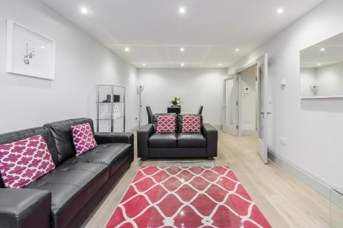A seating area at Roomspace Serviced Apartments - The Quadrant