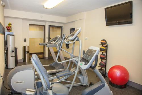 The fitness center and/or fitness facilities at Hampton Inn I-10 & College Drive
