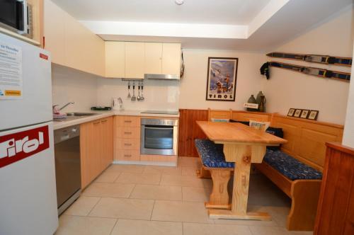A kitchen or kitchenette at Karoonda 1