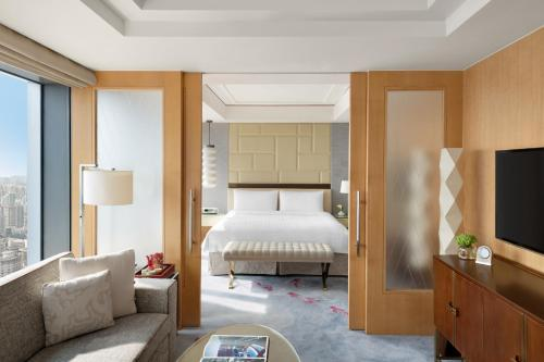 A bed or beds in a room at Jing An Shangri-La, West Shanghai