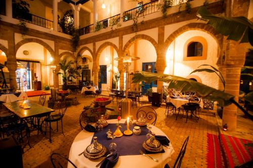 A restaurant or other place to eat at Riad Al Madina