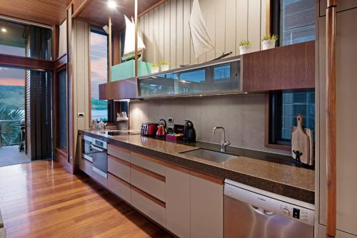 A kitchen or kitchenette at Yacht Club Villa 33 - Serenity - 4 Bedroom 4 Bathroom House Ocean Views 2 Buggies