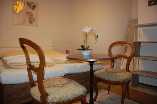 A seating area at Hotel Zak Schaffhausen