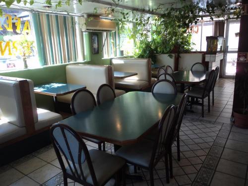 The lounge or bar area at Hotel San Luis de Nogales
