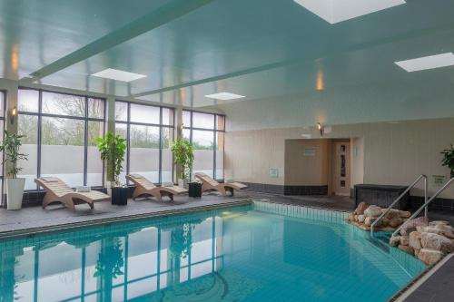 The swimming pool at or near Radisson BLU Hotel and Spa, Limerick