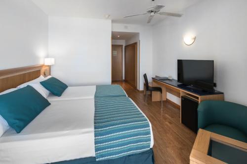 Een bed of bedden in een kamer bij Catalonia Las Vegas