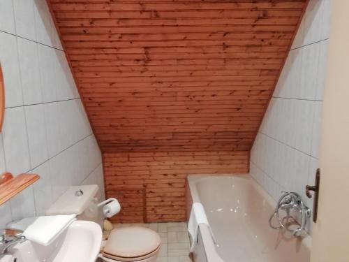 A bathroom at Modern Holiday Home in Quend-Plage-les-Pins with Terrace