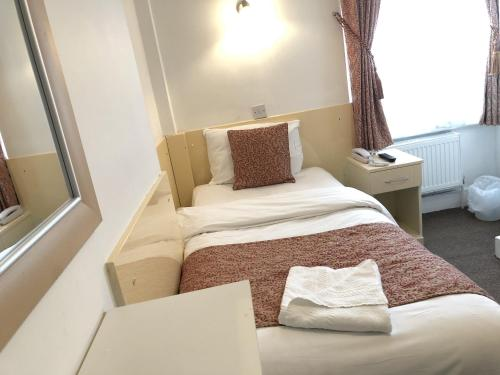 A bed or beds in a room at Earls Court Hotel