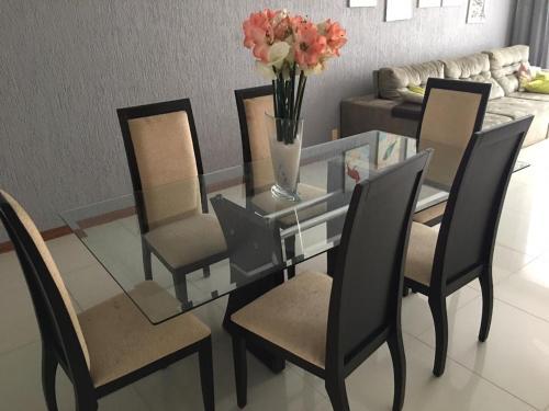 A restaurant or other place to eat at Excelente apartamento 3 quartos gigante, otima localizacao