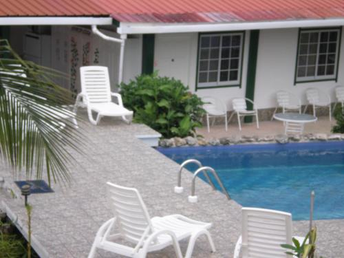 The swimming pool at or near Residencial La Terraza