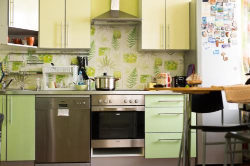 A kitchen or kitchenette at Boomerang Hostel