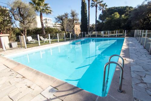 The swimming pool at or close to LA PALMERAIE