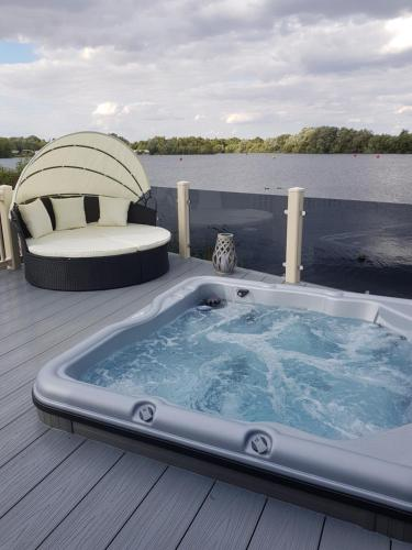 Dees hot tub breaks at Tattershall Lakes Jet Ski 4