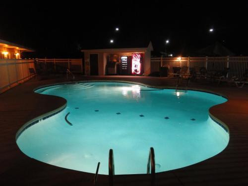 The swimming pool at or near Sea Esta Motel 2