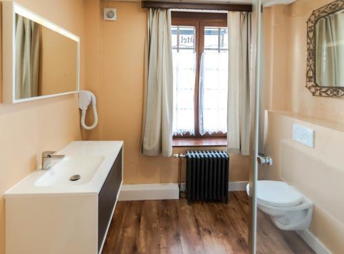 Salle de bains dans l'établissement Hotel Des Ardennes
