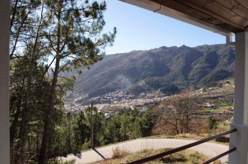 Uma vista geral da montanha ou uma vista da montanha a partir of the country house