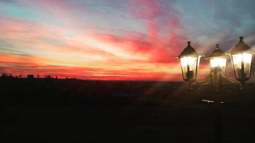 Pohľad na východ alebo západ slnka z penziónu alebo blízkeho okolia