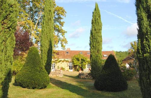 A garden outside Domaine de la Charmeraie