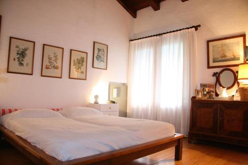 A bed or beds in a room at La Rovaia, natura arte e terra del prosecco a pochi minuti da Asolo