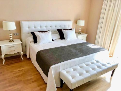 A bed or beds in a room at Vincci Selección Aleysa, Hotel Boutique & Spa
